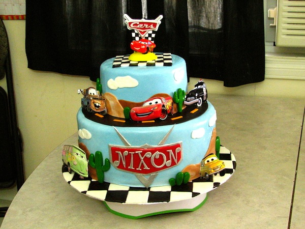 This Disney Cars Cake Pan Clearly Transfers Details Like Lightning Bolt Logo Big Eyes Happy Smile And Headlights With Ease Comes Recipe